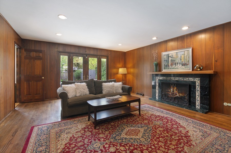Real Estate Photography - 1224 Brook Ln, Glenview, IL, 60025 - Family Room