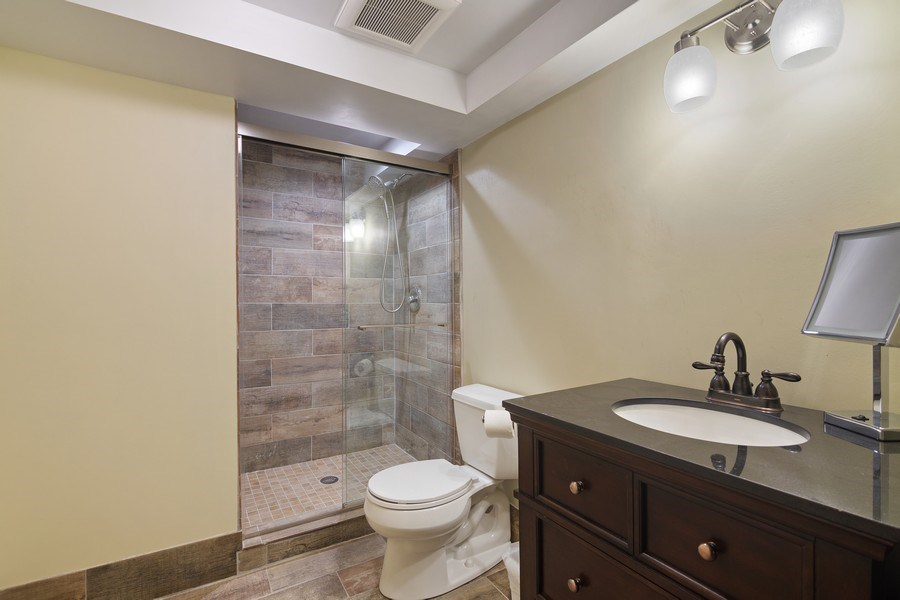 Real Estate Photography - 1224 Brook Ln, Glenview, IL, 60025 - Bathroom