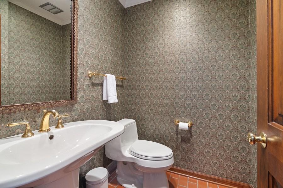 Real Estate Photography - 1224 Brook Ln, Glenview, IL, 60025 - Half Bath