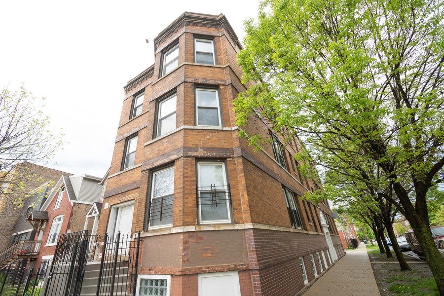 Real Estate Photography - 901 N Francisco Ave, Chicago, IL, 60622 - Front View