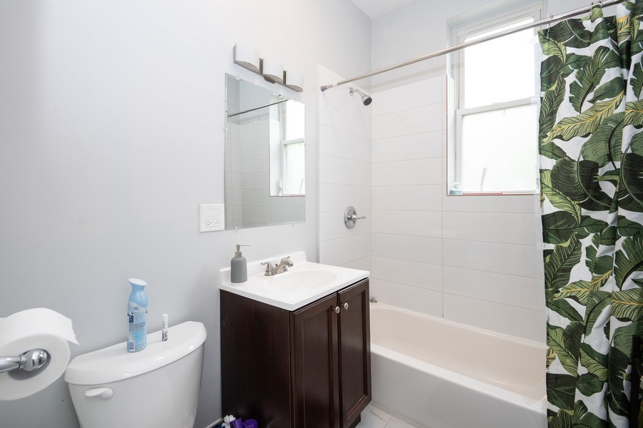 Real Estate Photography - 901 N Francisco Ave, Chicago, IL, 60622 - Bathroom