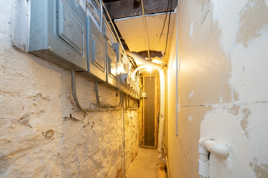 Real Estate Photography - 901 N Francisco Ave, Chicago, IL, 60622 - Utility Room