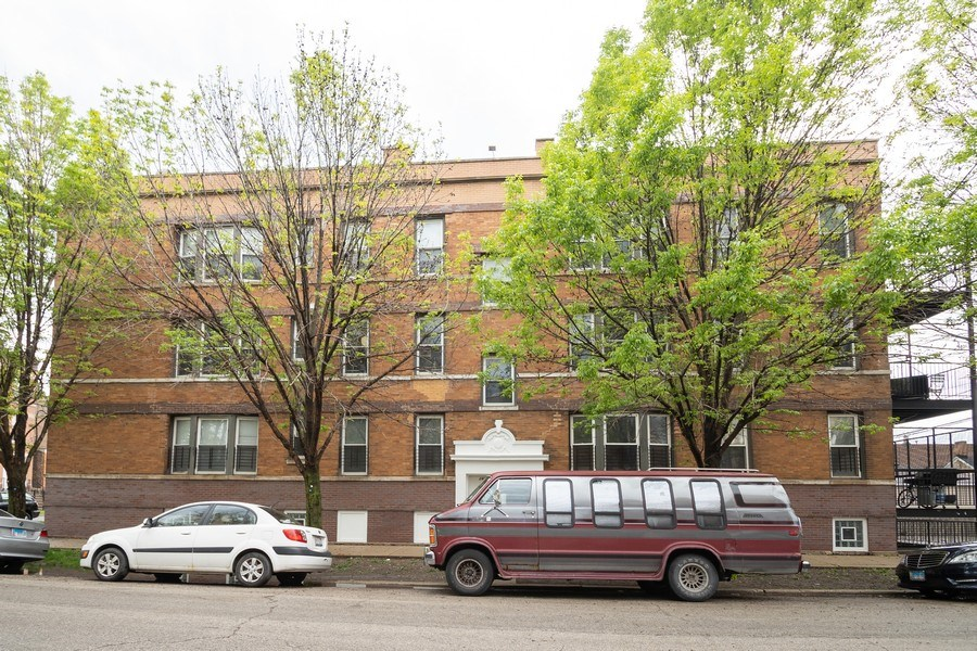 Real Estate Photography - 901 N Francisco Ave, Chicago, IL, 60622 - Front Building