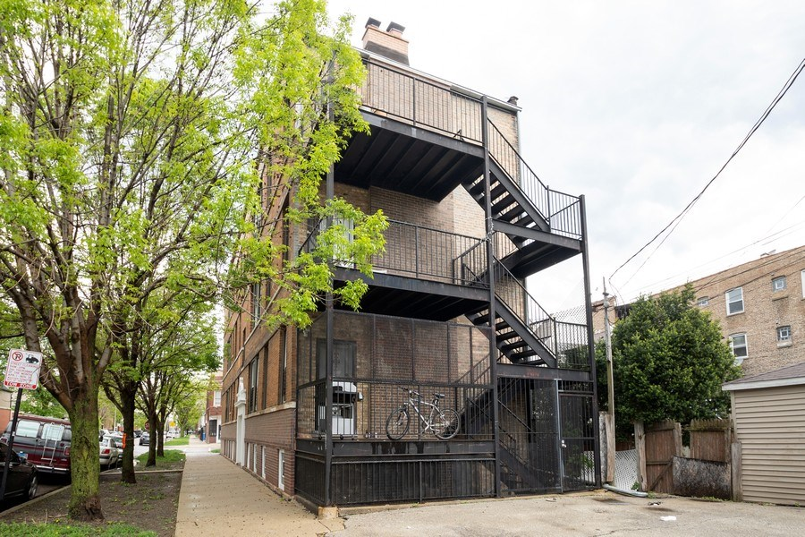 Real Estate Photography - 901 N Francisco Ave, Chicago, IL, 60622 - Back Iron Porch