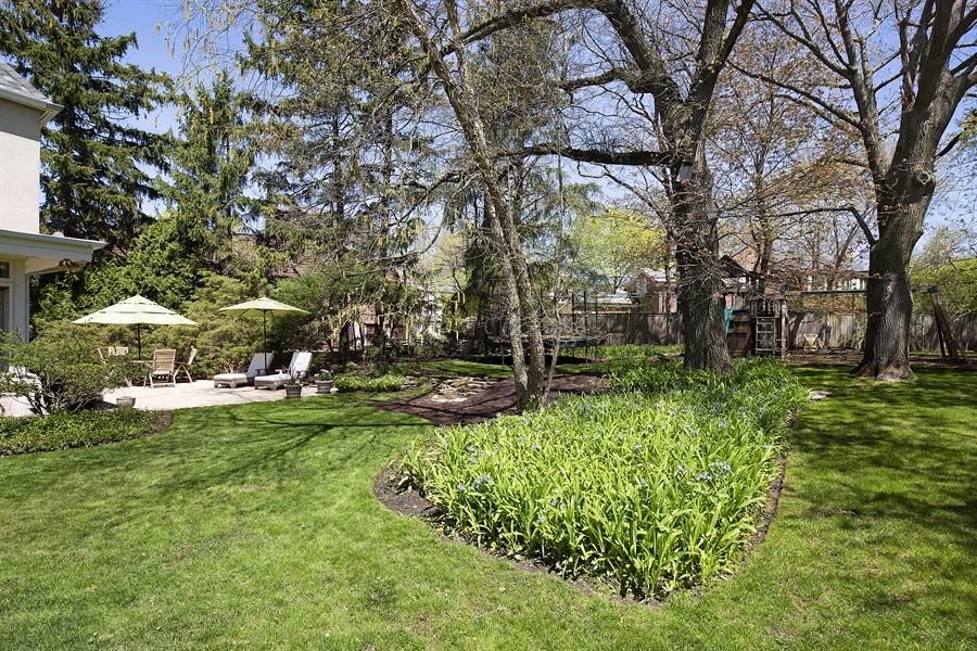 Real Estate Photography - 339 N Deere Park Dr W, Highland Park, IL, 60035 - Yard