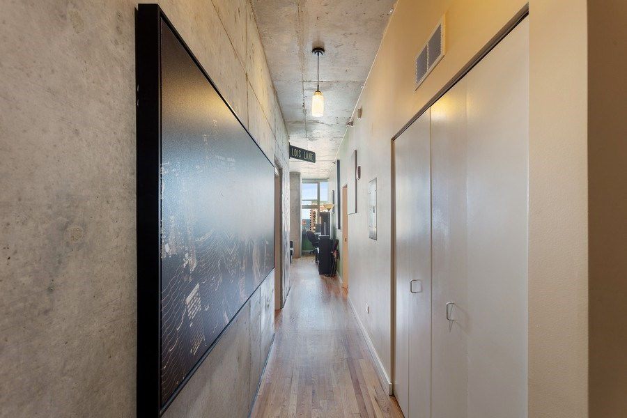 Real Estate Photography - 1720 S. Michigan, #1907, Chicago, IL, 60616 - Entryway