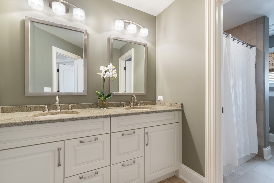 Real Estate Photography - 813 S Dunton Ave, Arlington Heights, IL, 60005 - 2nd Bathroom