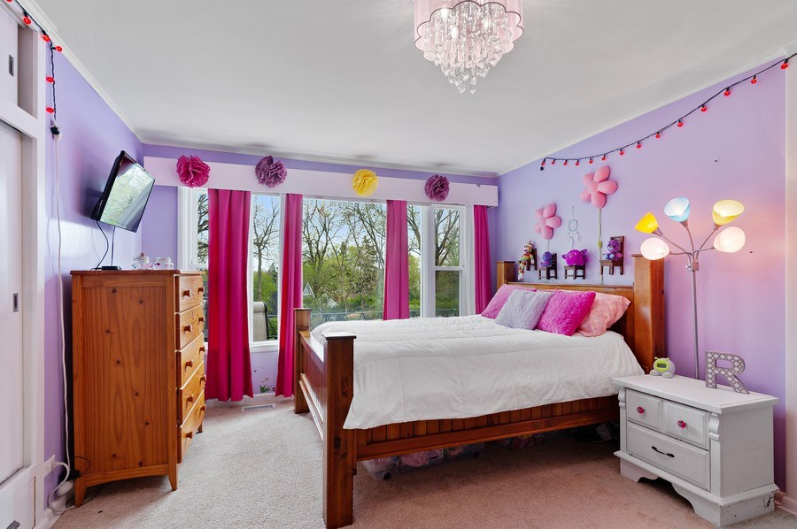 Real Estate Photography - 225 Bluff Ave., Grayslake, IL, 60030 - Kids Bedroom