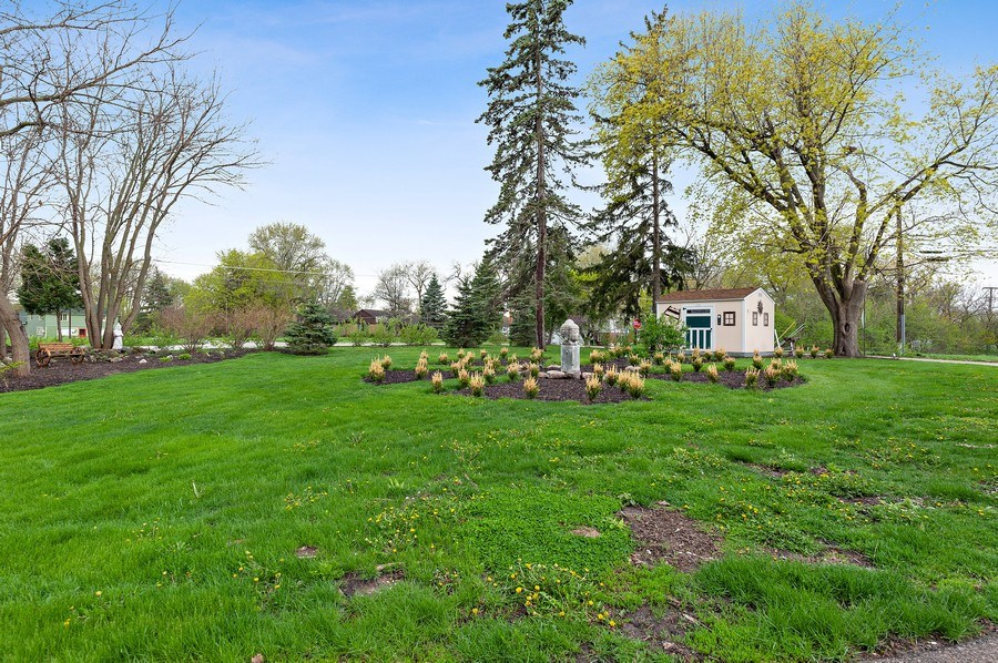 Real Estate Photography - 225 Bluff Ave., Grayslake, IL, 60030 - Front Yard