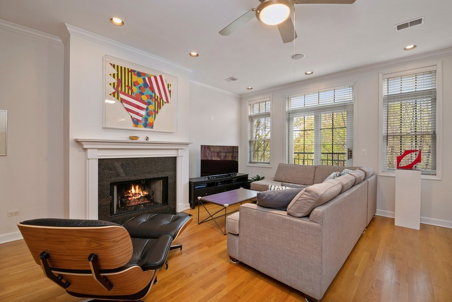 Real Estate Photography - 3839 N Southport Ave, #2, Chicago, IL, 60613 - Living Room
