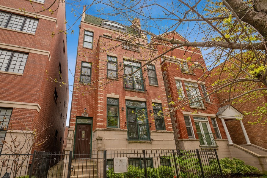 Real Estate Photography - 3839 N Southport Ave, #2, Chicago, IL, 60613 - Front View