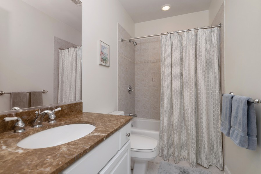 Real Estate Photography - 3839 N Southport Ave, #2, Chicago, IL, 60613 - 2nd Bathroom