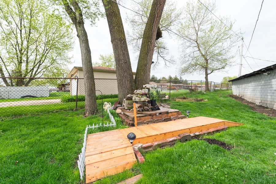 Real Estate Photography - 454 S. Villa Ave, Addison, IL, 60101 - Back Yard