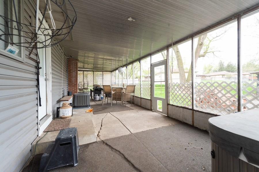 Real Estate Photography - 454 S. Villa Ave, Addison, IL, 60101 - Porch