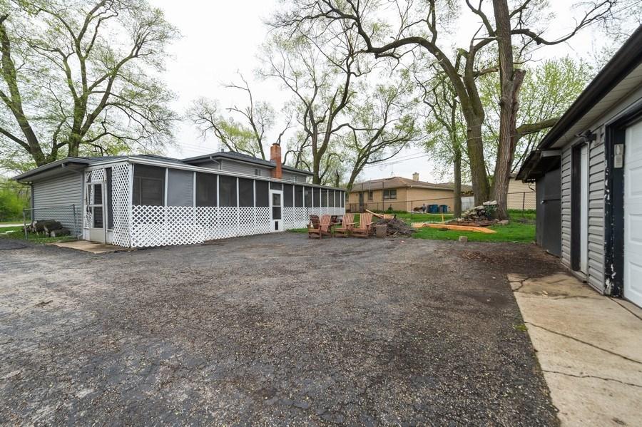 Real Estate Photography - 454 S. Villa Ave, Addison, IL, 60101 - Patio
