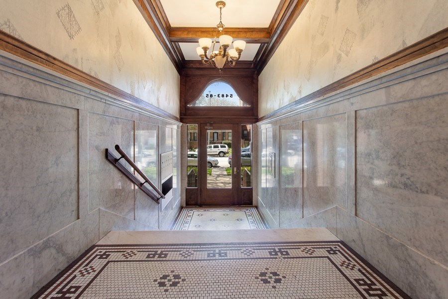 Real Estate Photography - 5483 S Hyde Park, Apt 3 N, Chicago, IL, 60615 - Lobby