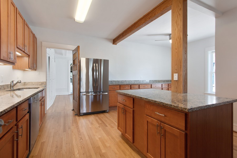 Real Estate Photography - 5483 S Hyde Park, Apt 3 N, Chicago, IL, 60615 - Kitchen