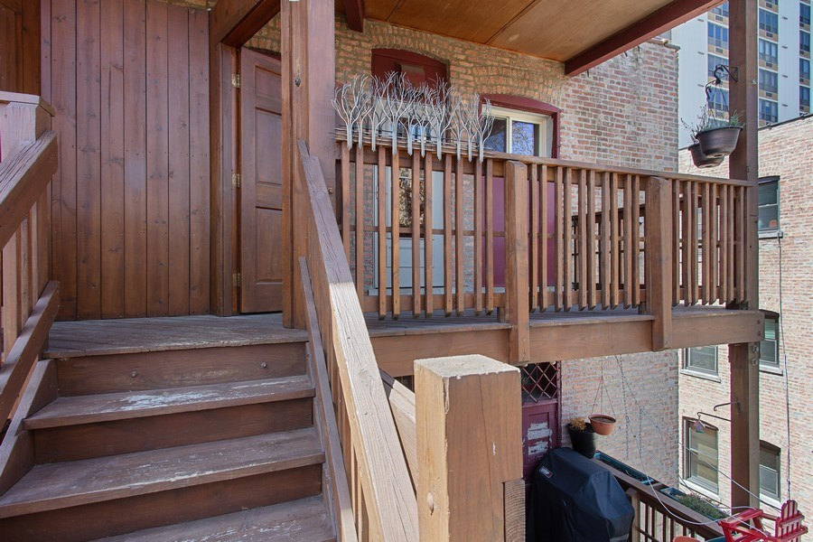 Real Estate Photography - 5483 S Hyde Park, Apt 3 N, Chicago, IL, 60615 - Porch