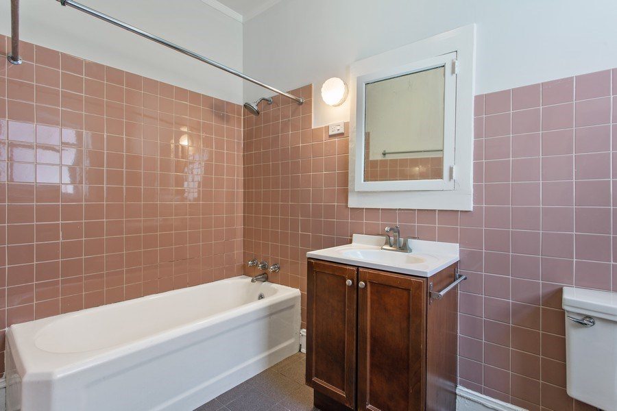 Real Estate Photography - 5483 S Hyde Park, Apt 3 N, Chicago, IL, 60615 - Bathroom