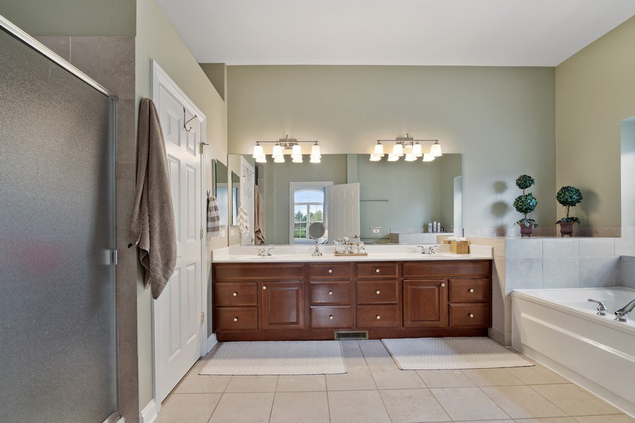 Real Estate Photography - 1650 Constitution, Glenview, IL, 60026 - Master Bathroom