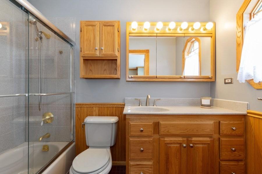 Real Estate Photography - 908 W Berkley Dr, Arlington Heights, IL, 60004 - Master Bathroom