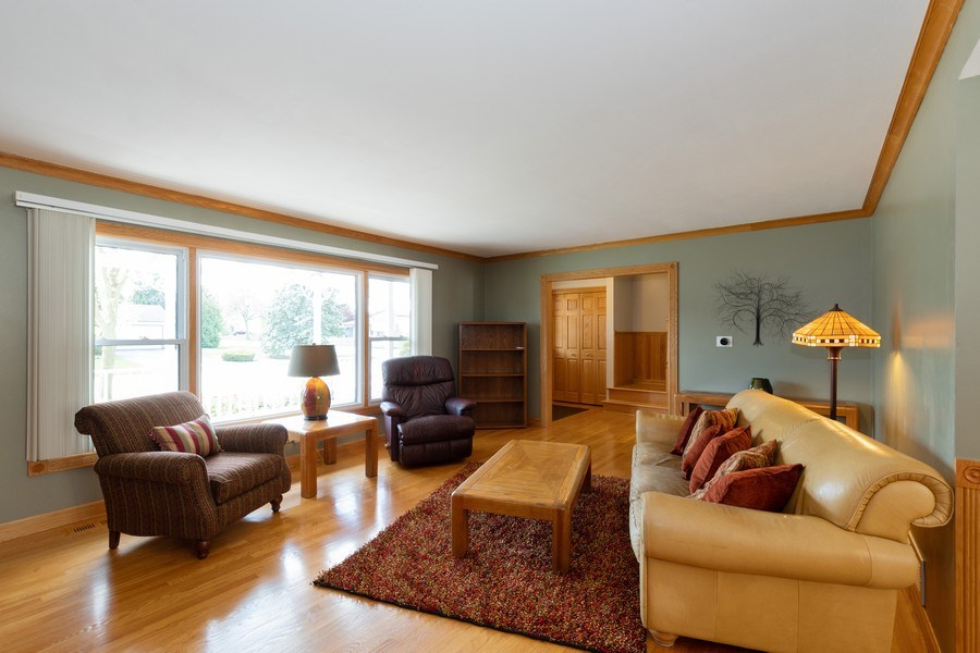 Real Estate Photography - 908 W Berkley Dr, Arlington Heights, IL, 60004 - Living Room