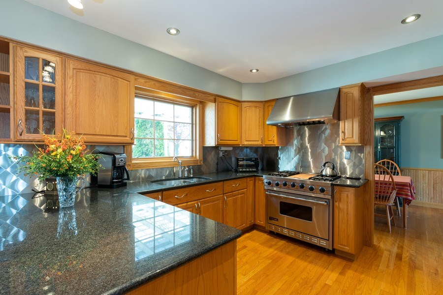 Real Estate Photography - 908 W Berkley Dr, Arlington Heights, IL, 60004 - Kitchen