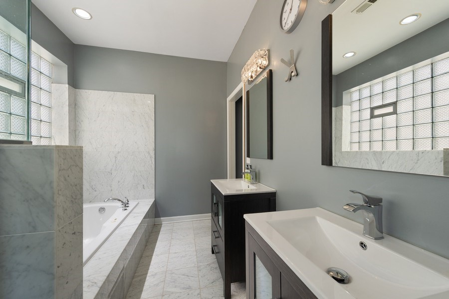 Real Estate Photography - 2146 W Addison, Unit 2, Chicago, IL, 60618 - Master Bathroom