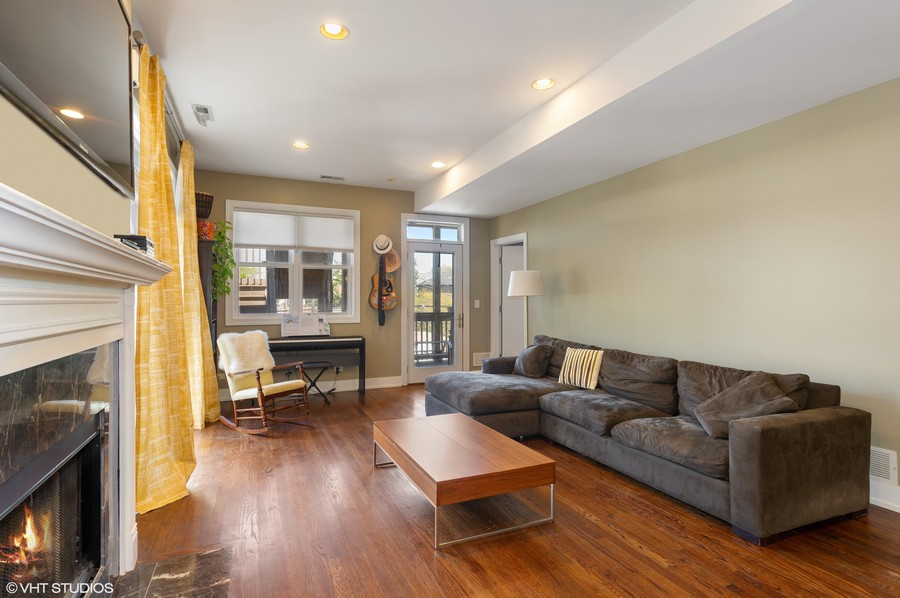 Real Estate Photography - 2146 W Addison, Unit 2, Chicago, IL, 60618 -
