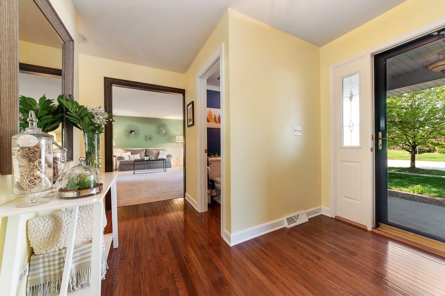 Real Estate Photography - 2123 N. Williamsburg St., Arlington Heights, IL, 60004 - Foyer