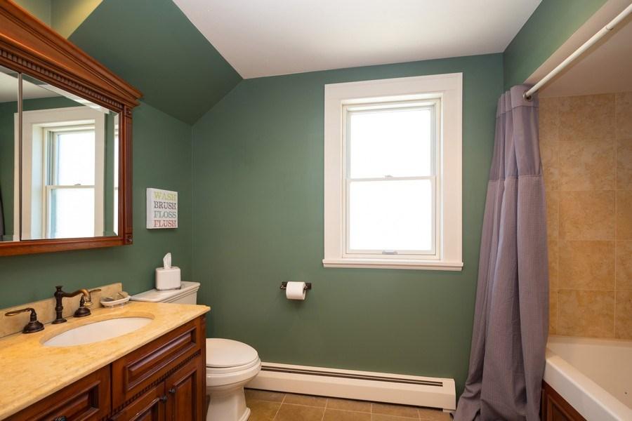 Real Estate Photography - 11 Gillick, Park Ridge, IL, 60068 - Bathroom