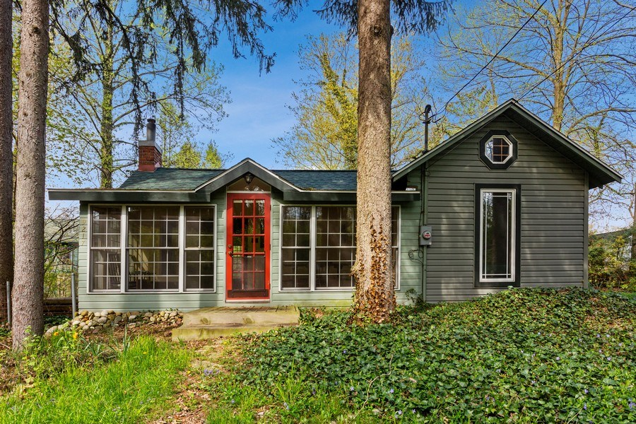 Real Estate Photography - 9217 Shady Ln, Lakeside, MI, 49116 - Front View