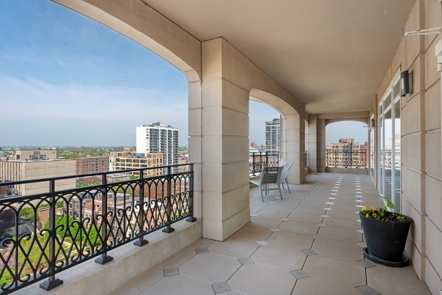 Real Estate Photography - 2550 N Lakeview Ave, Unit S1201, Chicago, IL, 60614 - Terrace