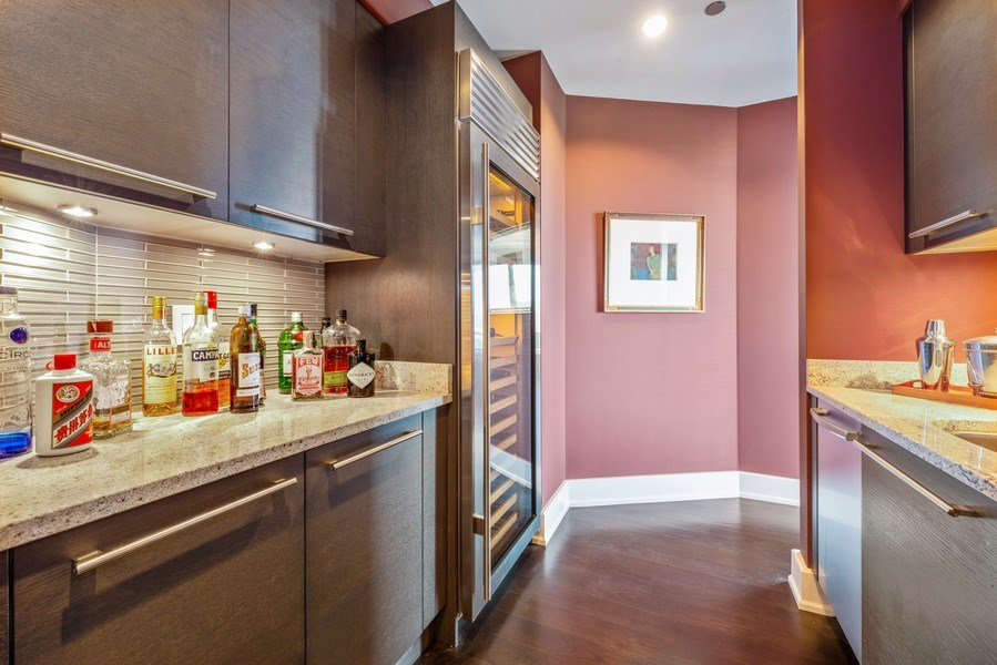Real Estate Photography - 2550 N Lakeview Ave, Unit S1201, Chicago, IL, 60614 - Bar