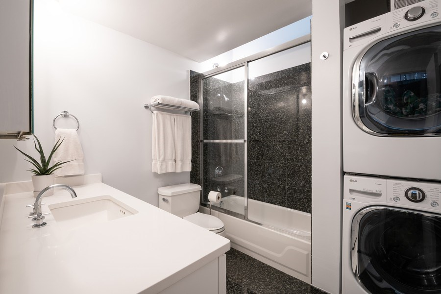 Real Estate Photography - 621 S Plymouth, Unit 602, Chicago, IL, 60605 - Bathroom