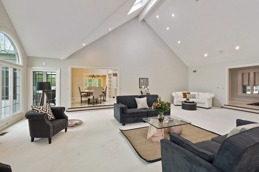 Real Estate Photography - 7 Westlake Dr, South Barrington, IL, 60010 - Great room