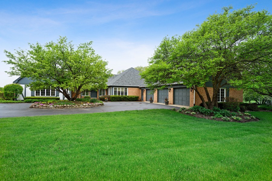 Real Estate Photography - 7 Westlake Dr, South Barrington, IL, 60010 - Front View