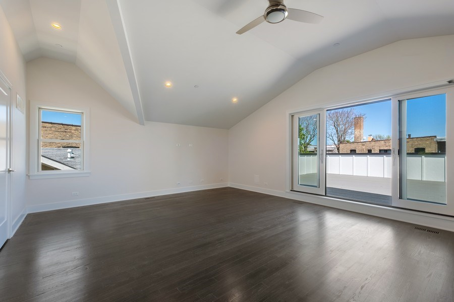 Real Estate Photography - 555 Michigan Ave, Unit 2, Evanston, IL, 60202 - Recreational Room