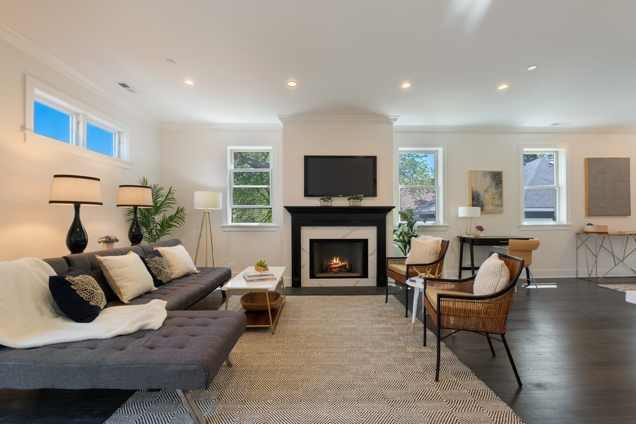 Real Estate Photography - 555 Michigan Ave, Unit 2, Evanston, IL, 60202 - Family Room