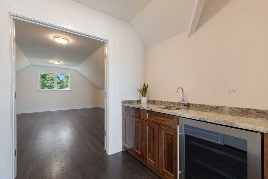 Real Estate Photography - 555 Michigan Ave, Unit 2, Evanston, IL, 60202 - Loft