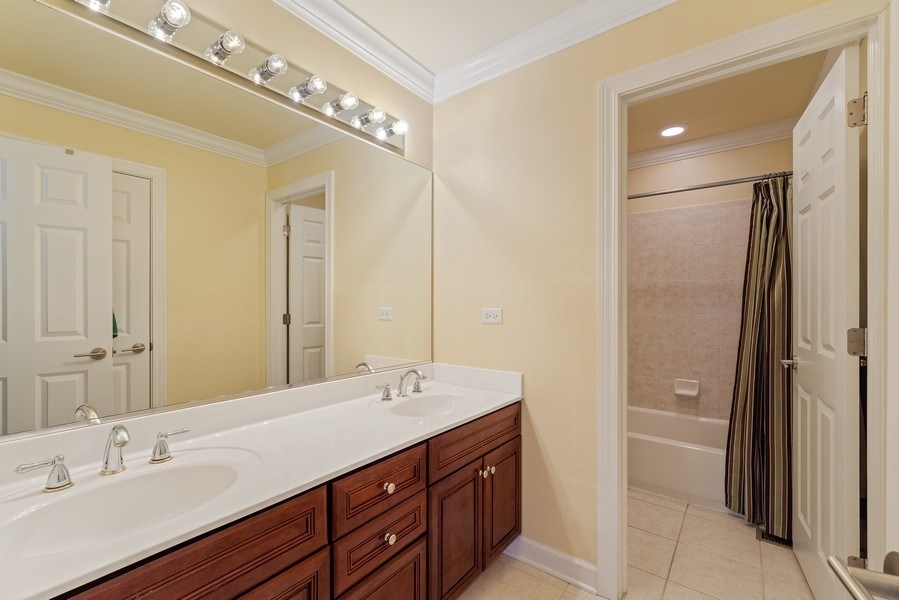 Real Estate Photography - 2200 Fielding, Glenview, IL, 60026 - Hall Bath