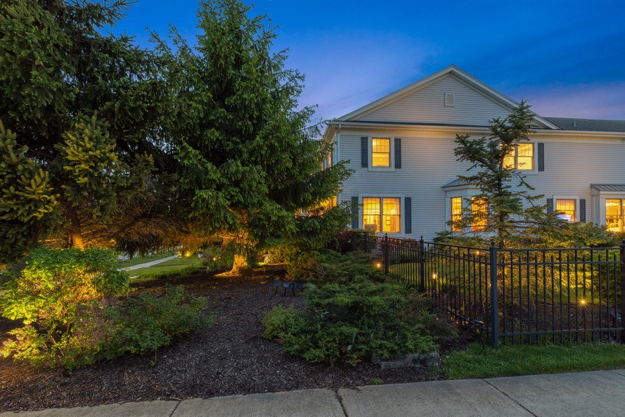 Real Estate Photography - 2200 Fielding, Glenview, IL, 60026 - Professionally Landscaped