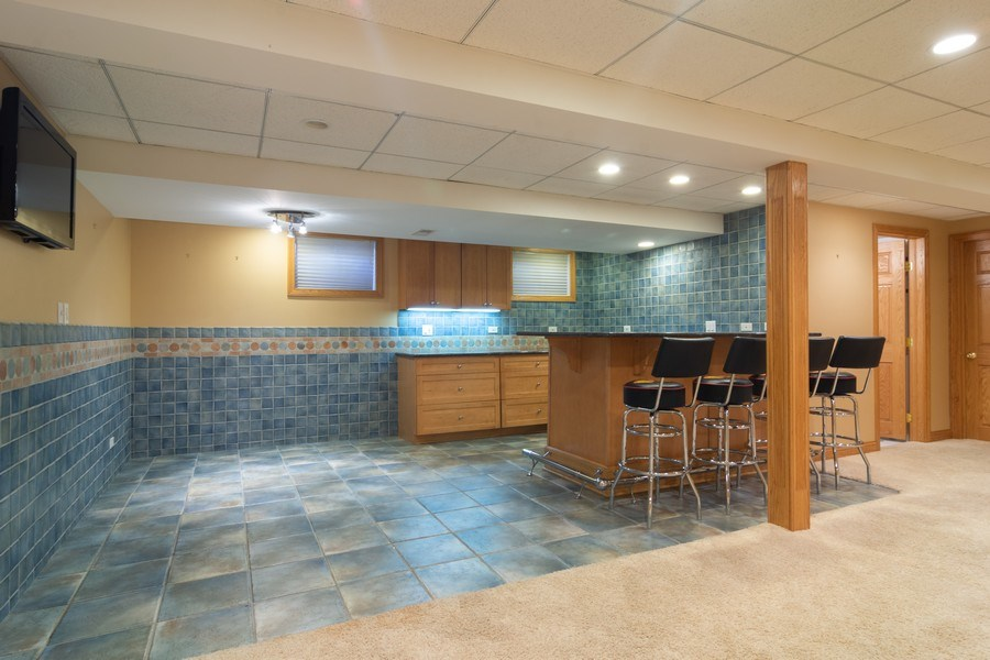 Real Estate Photography - 640 Valley, Palatine, IL, 60067 - Bar