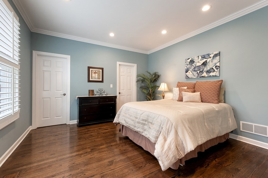 Real Estate Photography - 1713 Primrose Ln, Glenview, IL, 60026 - First Floor bedroom, full bath & walk in Closet