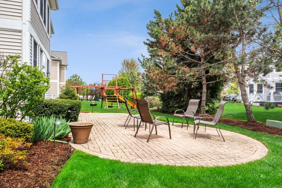 Real Estate Photography - 1713 Primrose Ln, Glenview, IL, 60026 - Back Yard