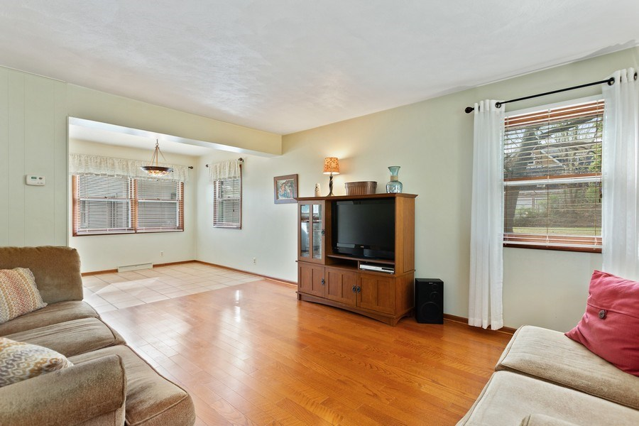 Real Estate Photography - 28 S. Griffith St, New Buffalo, MI, 49117 - Living Room