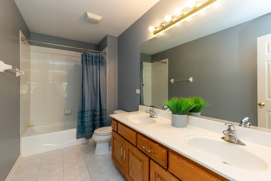 Real Estate Photography - 674 Waterside, South Elgin, IL, 60177 - Bathroom