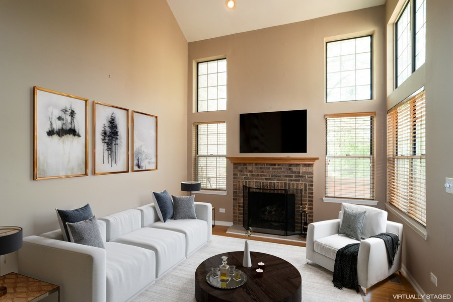Real Estate Photography - 11413 Enterprise Dr, Westchester, IL, 60154 - Living Room