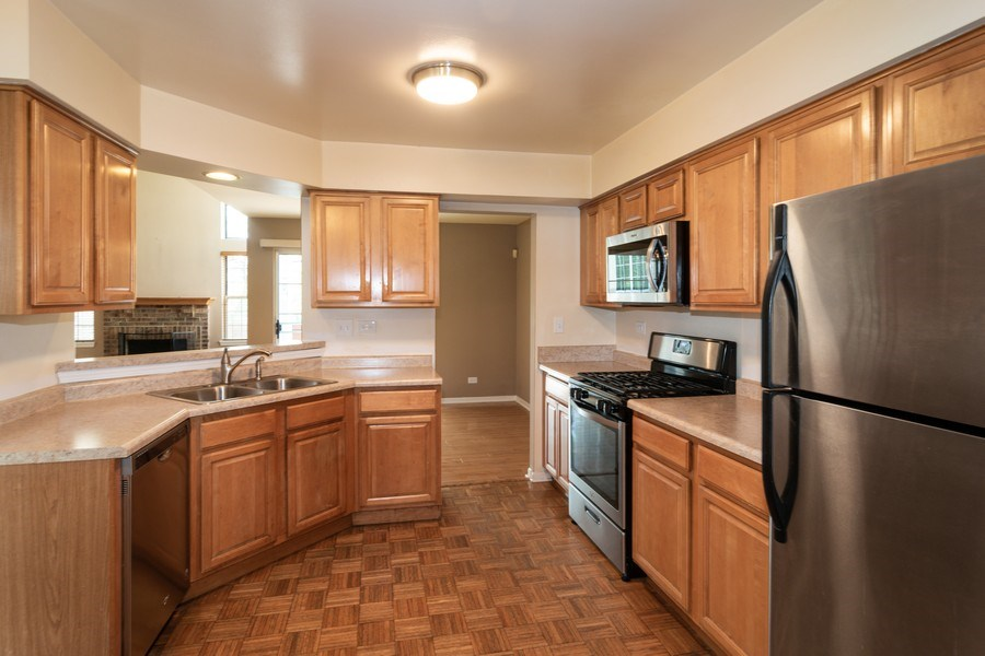 Real Estate Photography - 11413 Enterprise Dr, Westchester, IL, 60154 - Kitchen
