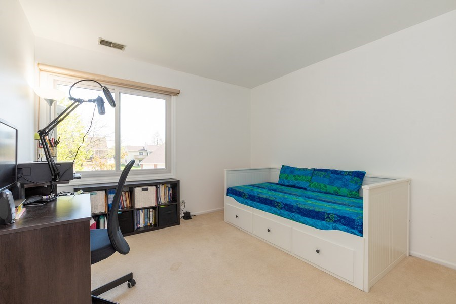 Real Estate Photography - 107 Windwood Ct, Buffalo Grove, IL, 60089 - Bedroom
